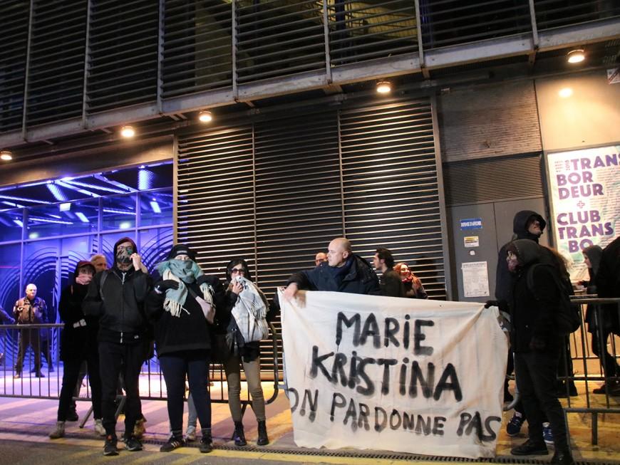 Lyon : une trentaine de manifestants contre le concert de Bertrand Cantat