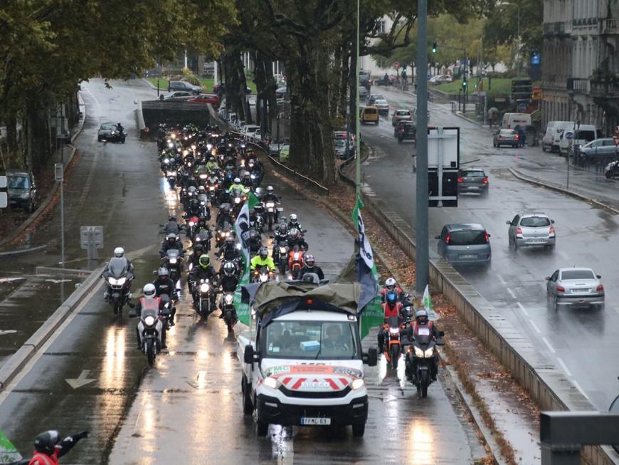 Lyon : 150 motards en colère sous la pluie