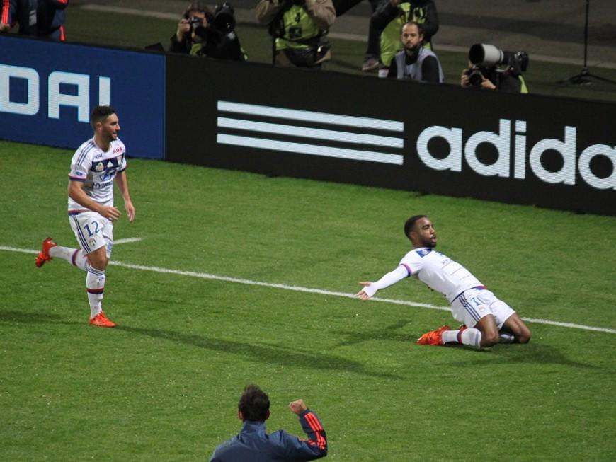 L'OL et Lacazette s'offrent l'ultime derby de Gerland face à l'ASSE (3-0) - VIDEO
