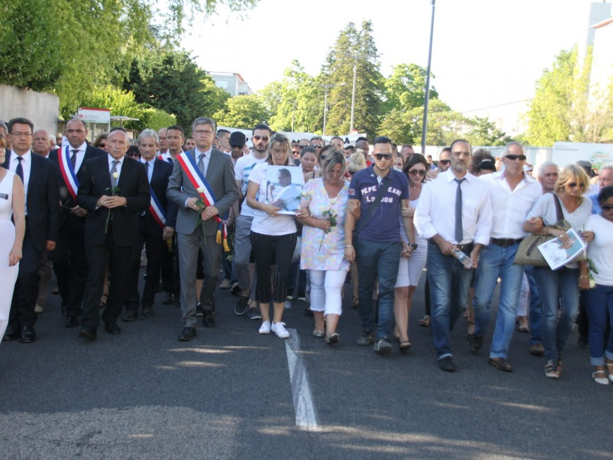Plus de 500 personnes au rassemblement pour Hervé Cornara, victime de l'attentat de Saint-Quentin Fallavier