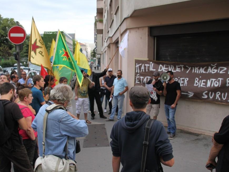 Lyon : manifestation de la Gauche révolutionnaire devant le consulat de Turquie