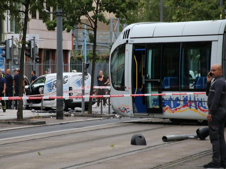Déraillement du tram T2 à Lyon : la camionnette avait grillé le feu rouge