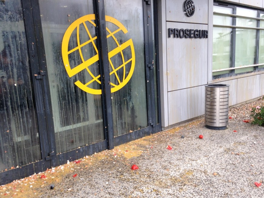 Jets de tomates et d'oeufs contre le siège de Prosegur à Saint-Priest