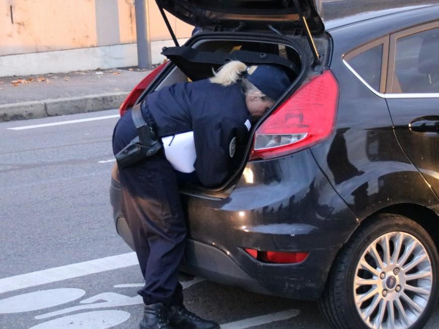 Arrêté, il reconnait avoir acheté des armes au marché aux puces de Vaulx-en-Velin