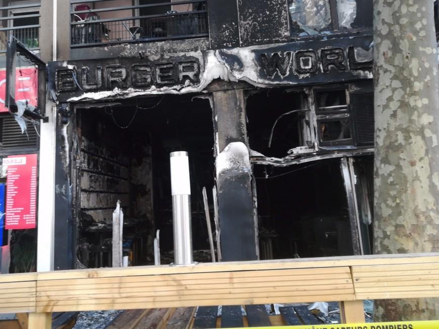 Le Burger World de Villeurbanne détruit par un incendie