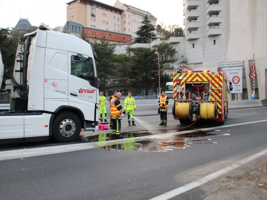 Lyon : un motard percuté par un camion à l'entrée du tunnel sous Fourvière
