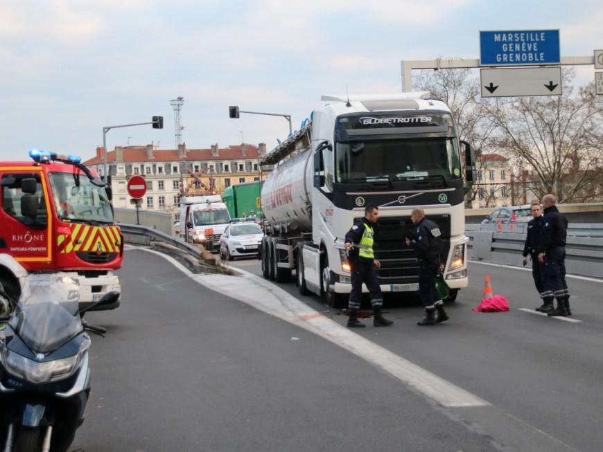 Le motard percuté devant le tunnel sous Fourvière est décédé