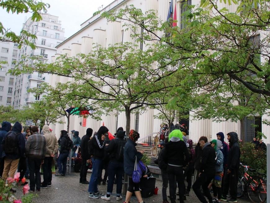 Villeurbanne : une manifestation de soutien au squat l'Oblik