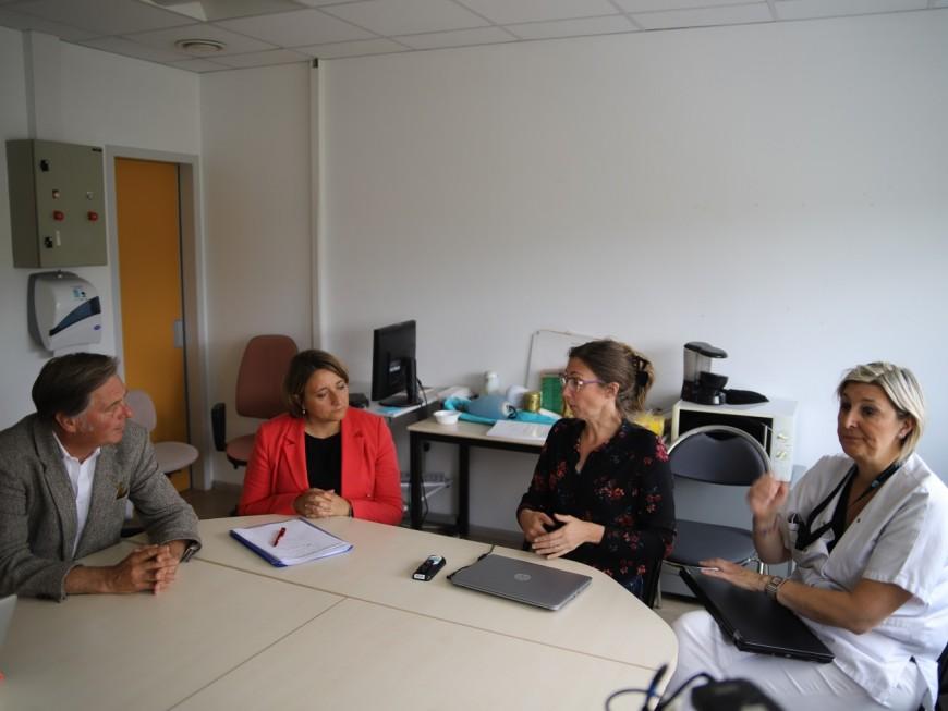 Hôpitaux Lyon Sud : le député du MoDem Cyrille Isaac-Sibille à la rencontre des urgentistes - VIDEO