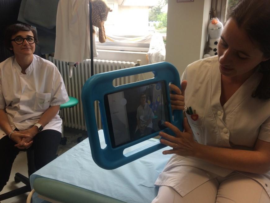 La Croix-Rouge et les HCL de Lyon se lancent dans la réalité augmentée pour diminuer la douleur