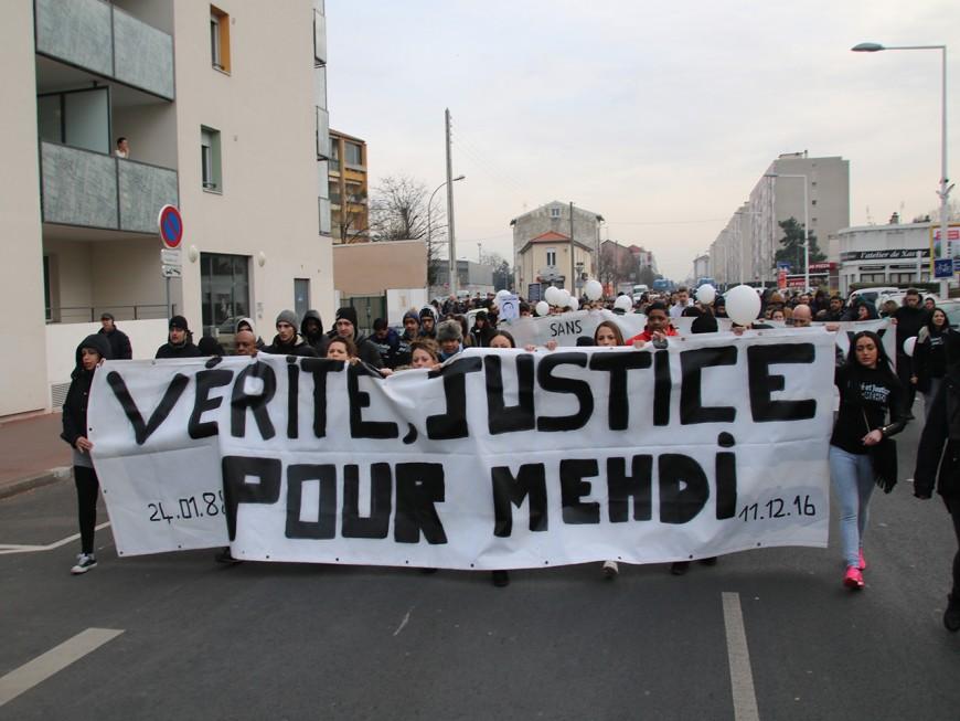 """Vénissieux : une centaine de personnes ont réclamé """"vérité et justice"""" pour Mehdi"""