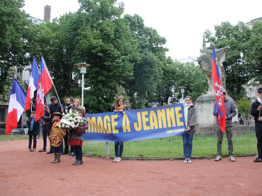 Lyon : une cinquantaine de personnes rendent hommage à Jeanne d'Arc