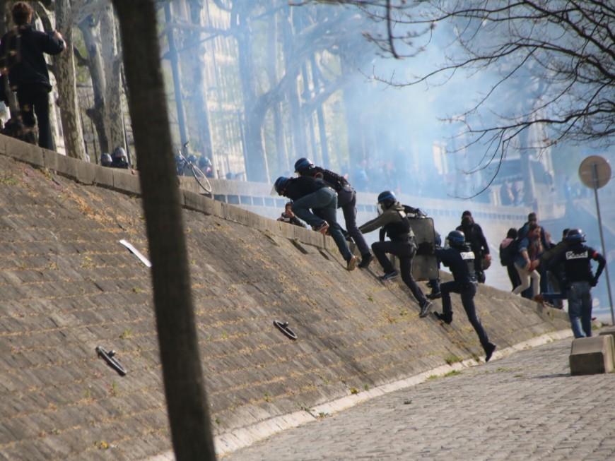 Lyon : des affrontements entre étudiants et policiers devant le campus des Quais