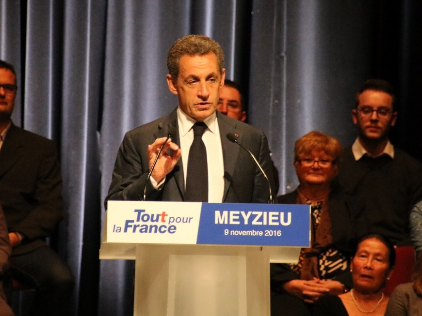 Nicolas Sarkozy en terre conquise dans le Rhône, les centristes dans son viseur
