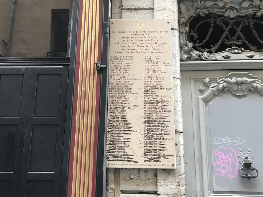 Lyon : la plaque de la rafle de la rue Sainte-Catherine dégradée
