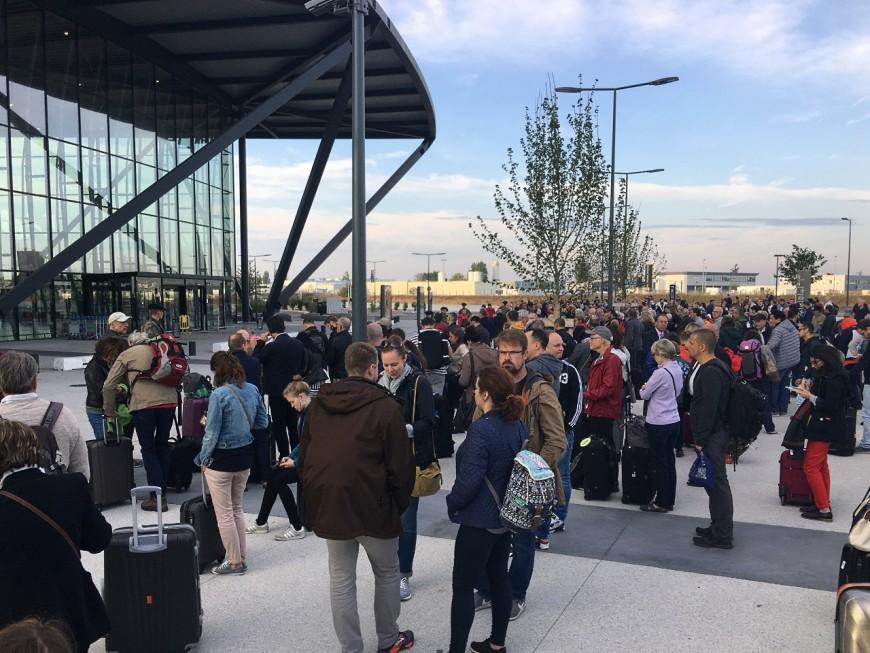 Le terminal 1 de l'aéroport Lyon Saint-Exupéry évacué pour une opération de déminage