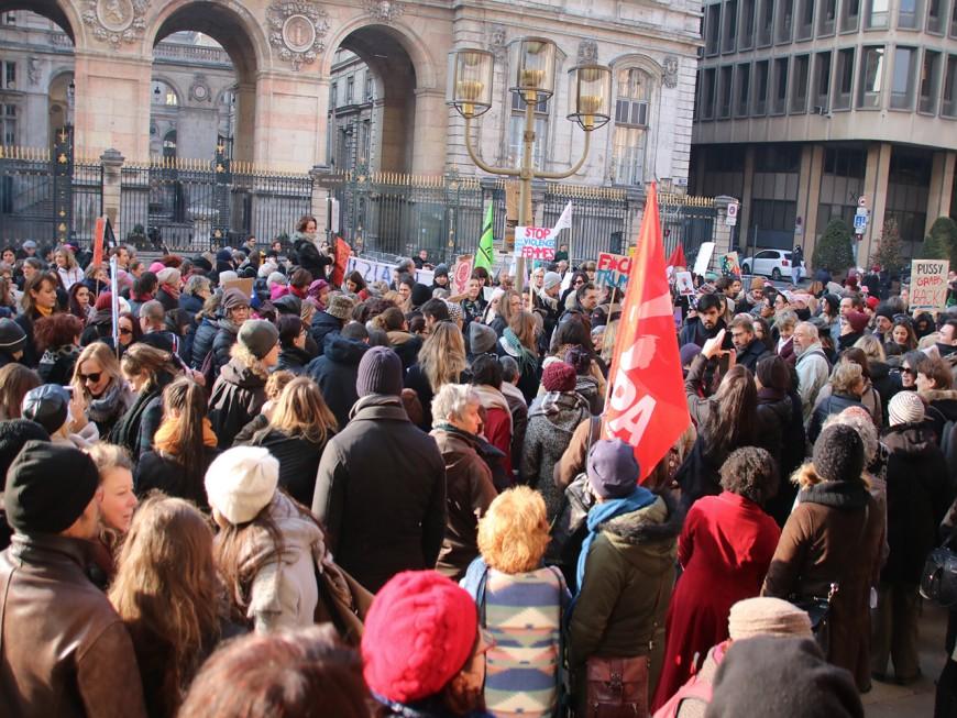 200 femmes dans les rues de Lyon pour dénoncer les propos de Donald Trump