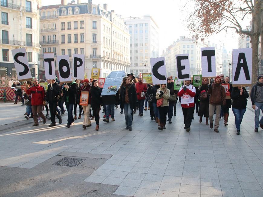 Lyon : un petit rassemblement contre le CETA