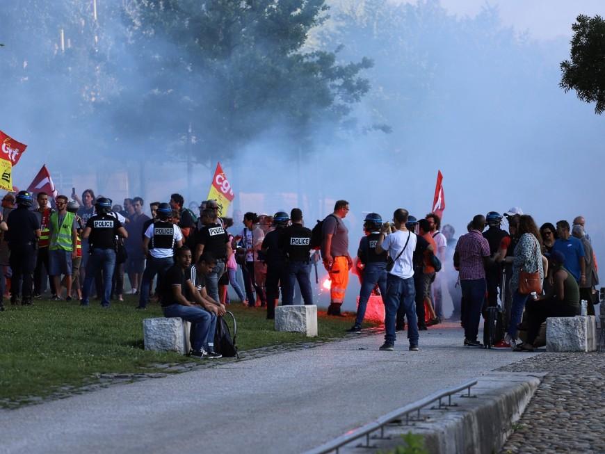 Lyon : la soirée des députés LREM du Rhône chahutée