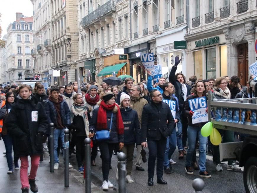 """Marche """"pour la vie"""" : 500 personnes ont dénoncé l'IVG à Lyon"""
