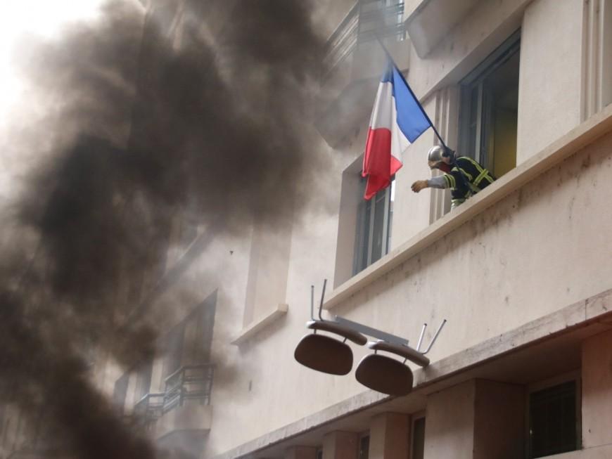 Lyon : enquête ouverte pour dégradations après la manif des pompiers