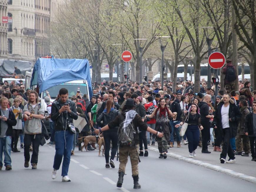 Lyon : des centaines de teufeurs contre la répression des free-party