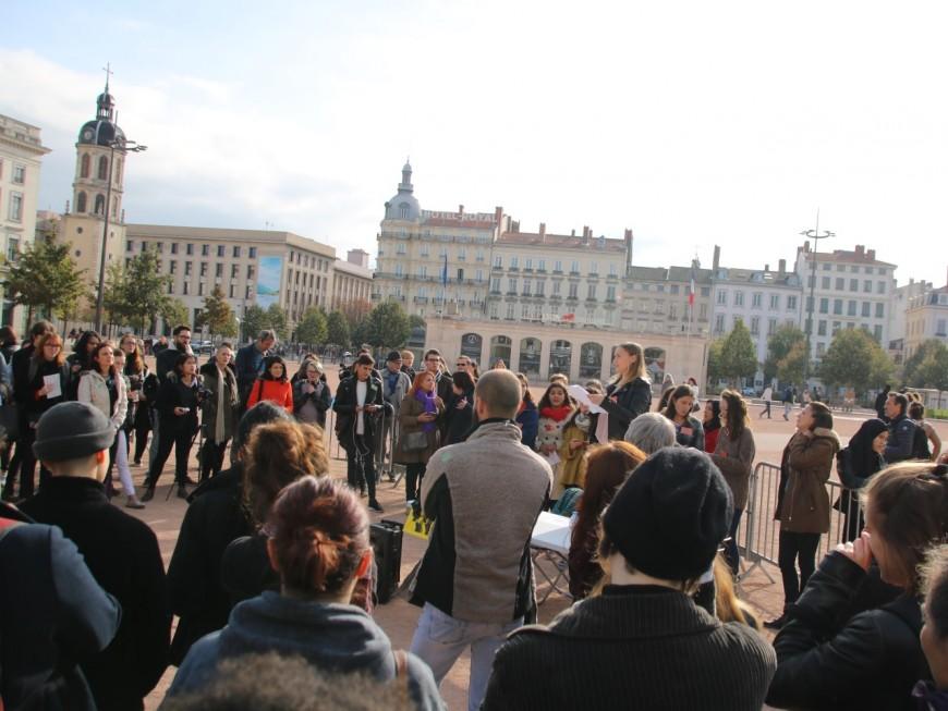 Lyon : plus d'une centaine de femmes venues dire #metoo à haute voix