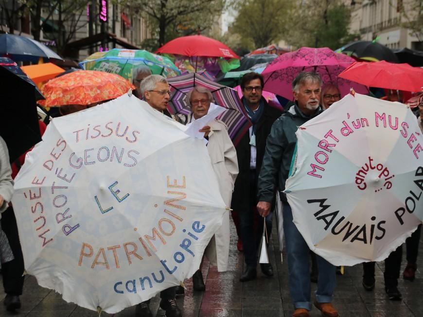 Plusieurs centaines de Lyonnais ont défilé pour la sauvegarde du musée des Tissus