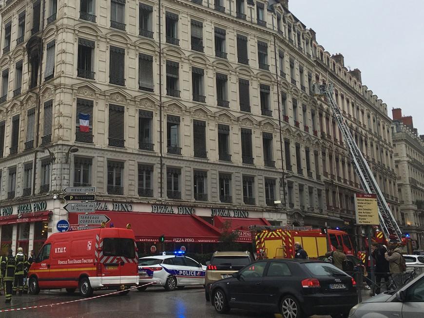 Lyon : un incendie au-dessus du Pizza Pino de la place Bellecour