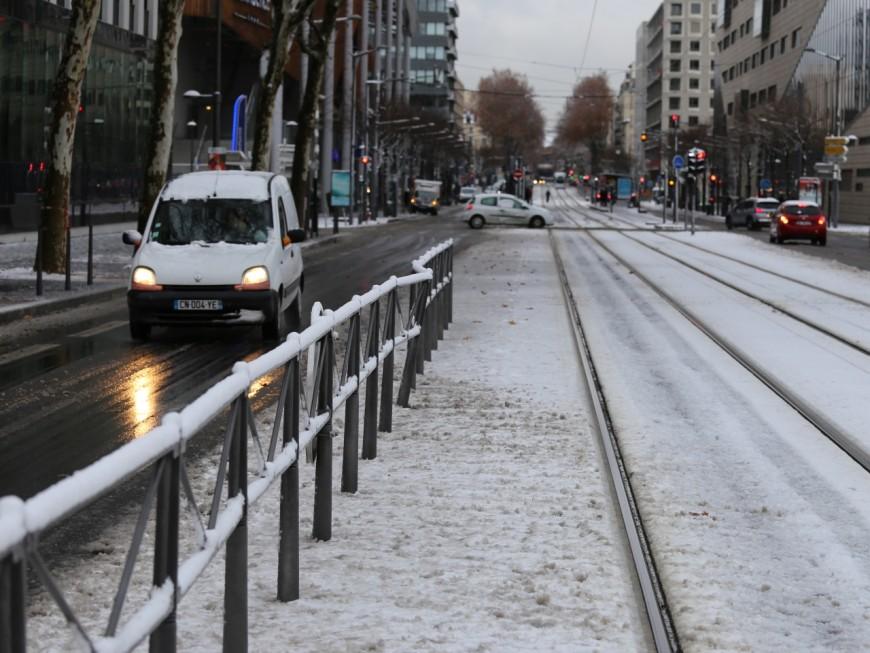 Neige à Lyon : la ville paralysée par les flocons