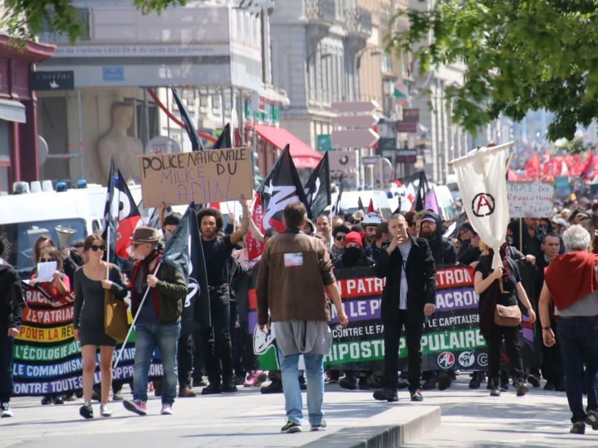 Lyon : des black blocs dans le cortège du 1er mai, des heurts à Bellecour - VIDEO