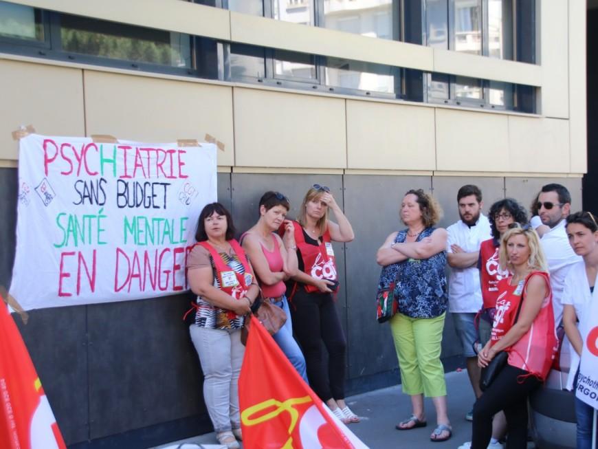 Lyon : une centaine de personnels du secteur psychiatrique manifestent