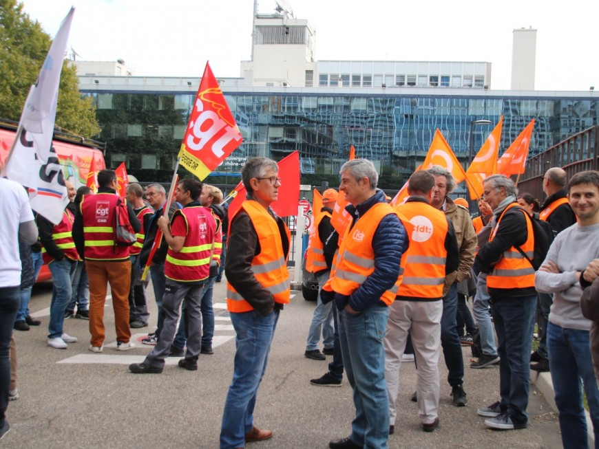 Lyon : une centaine de salariés d'EDF manifestent contre Hercule