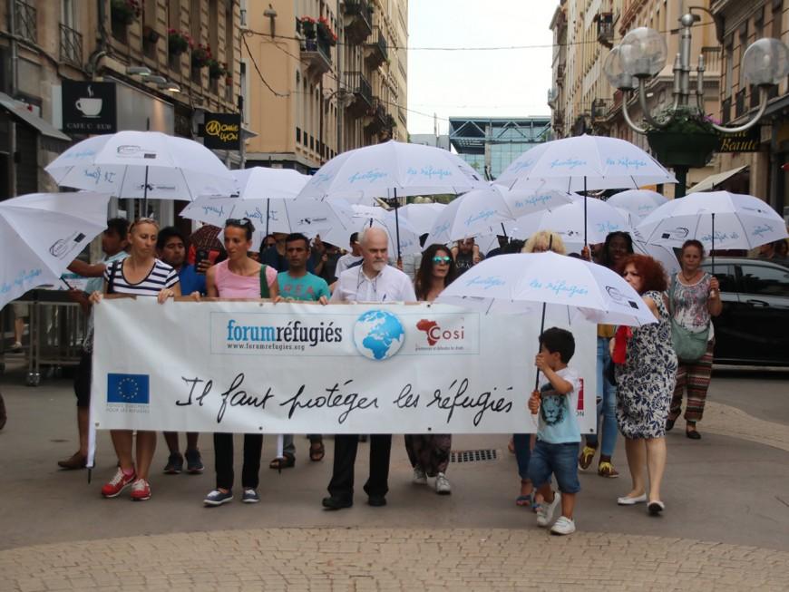 Une marche des parapluies à Lyon pour la journée mondiale du réfugié