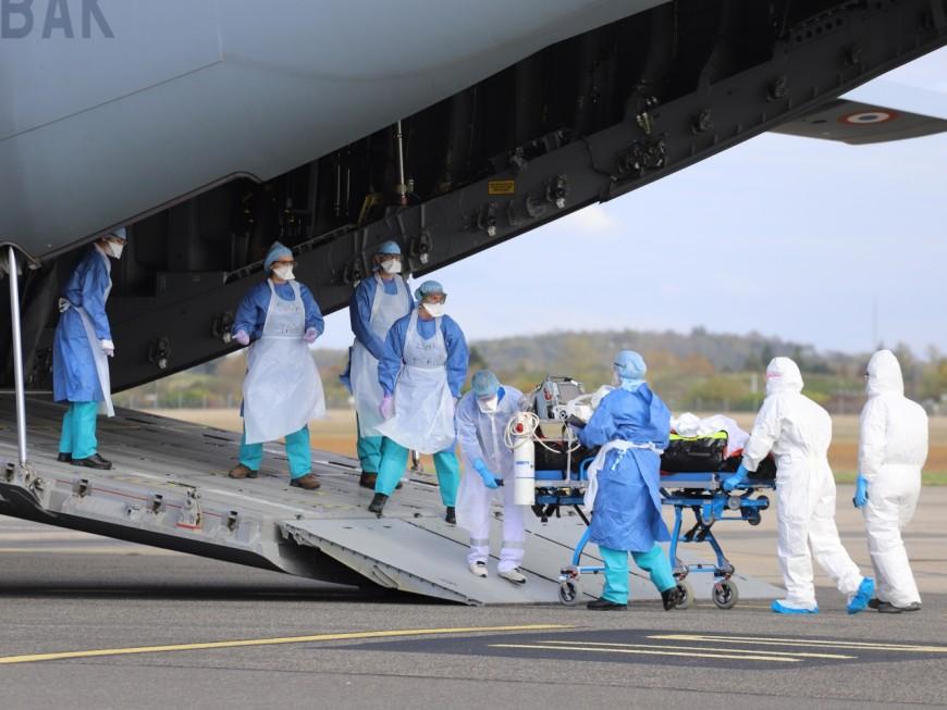 Lyon : l'armée déploie un A400M pour évacuer des patients atteints du Covid-19 vers Nantes