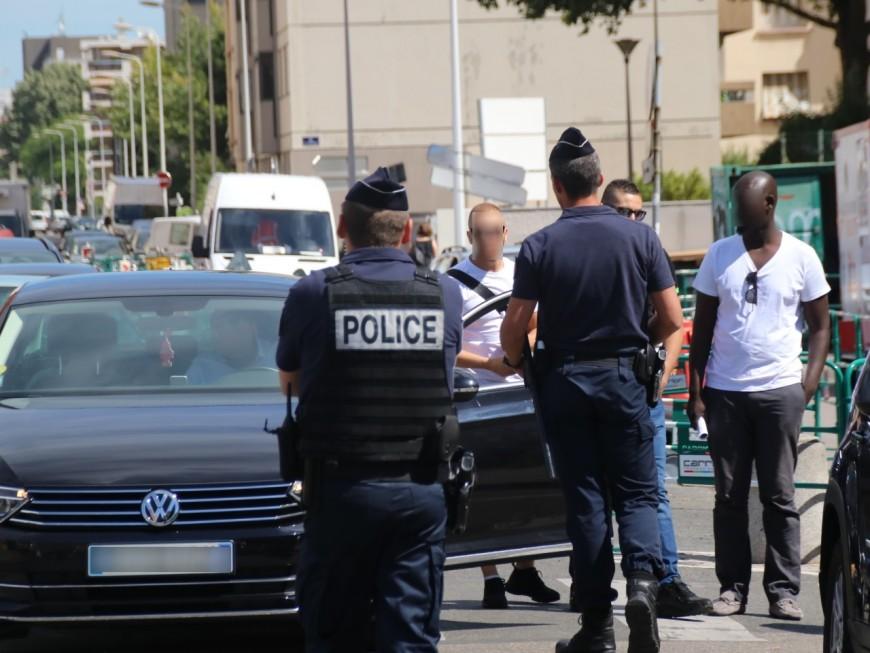Une opération escargot des VTC à Lyon