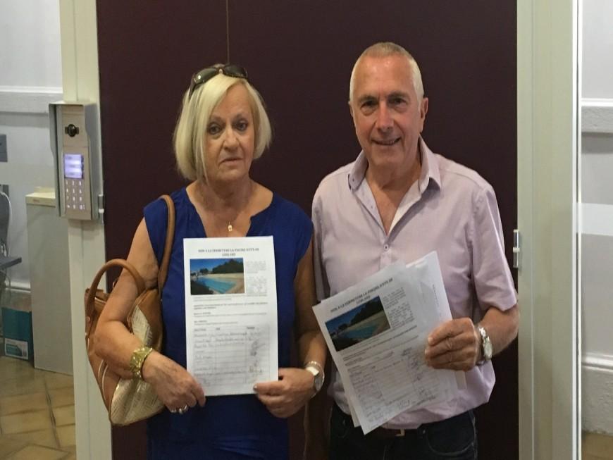 Une pétition contre la fermeture de la piscine de Gerland déposée à la mairie du 7e
