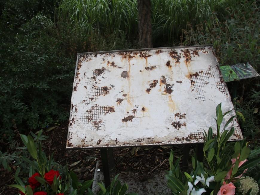 La stèle en mémoire des enfants d'Izieu vandalisée à Lyon