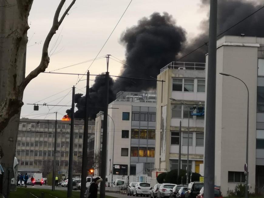 Villeurbanne : trois blessés légers après le spectaculaire incendie de la Doua - VIDEO