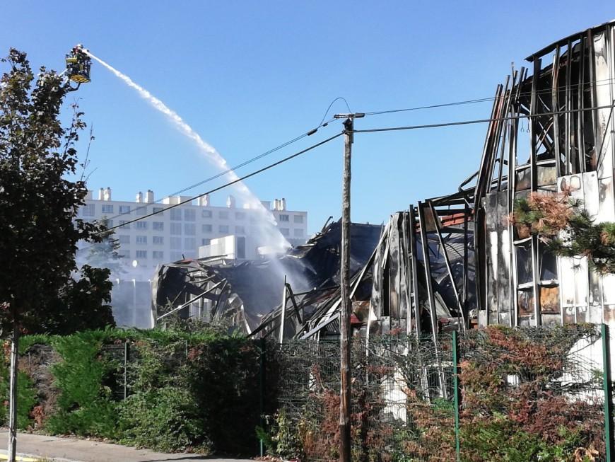Incendie à Villeurbanne : le feu maîtrisé, Bel Air Camp ravagé