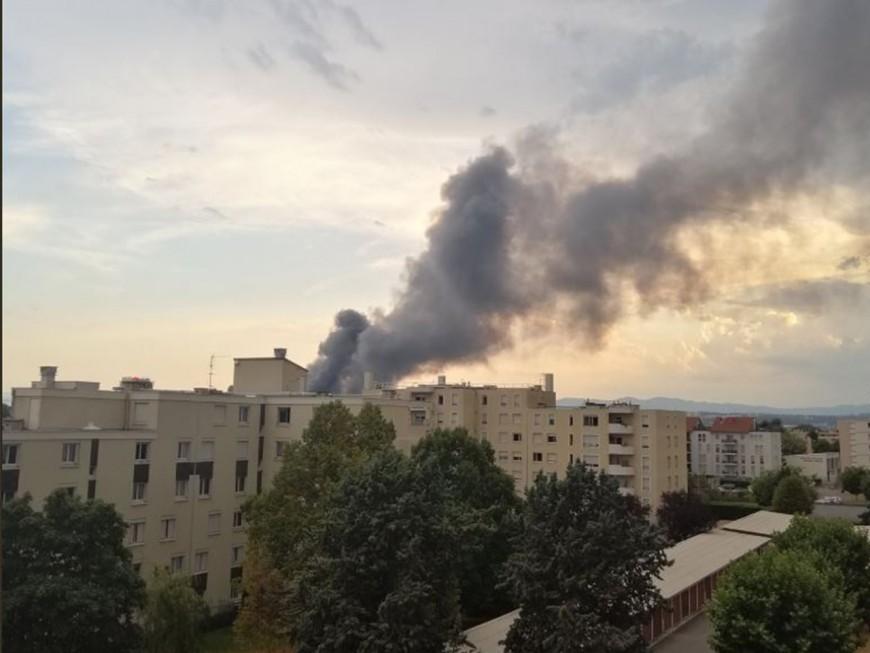 Saint-Fons : un incendie fait rage dans la zone industrielle