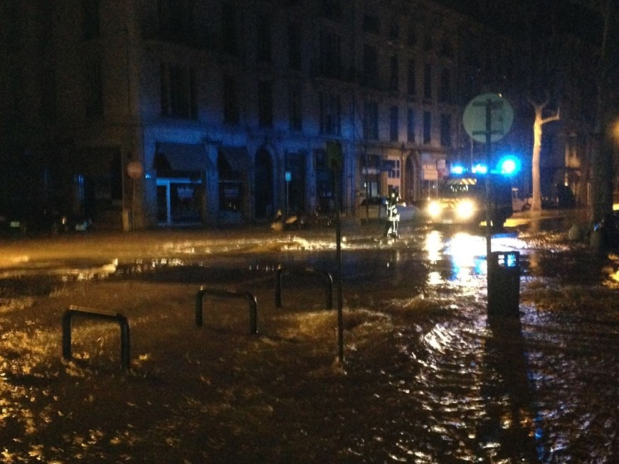 Lyon : la rupture d'une canalisation d'eau prive 450 foyers d'électricité