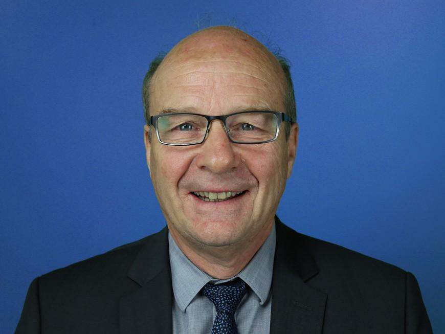 """Jean-Michel Longueval, maire (PS) de Bron : """"il faut que les collectivités incitent au choix de l'énergie renouvelable"""""""
