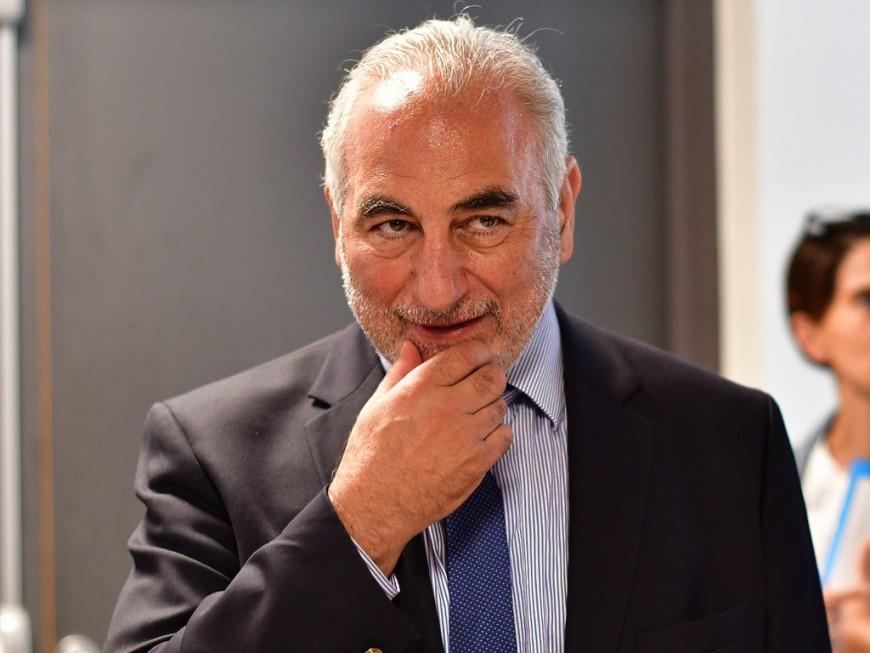 Le maire de Lyon Georges Képénékian reçoit la Légion d'honneur