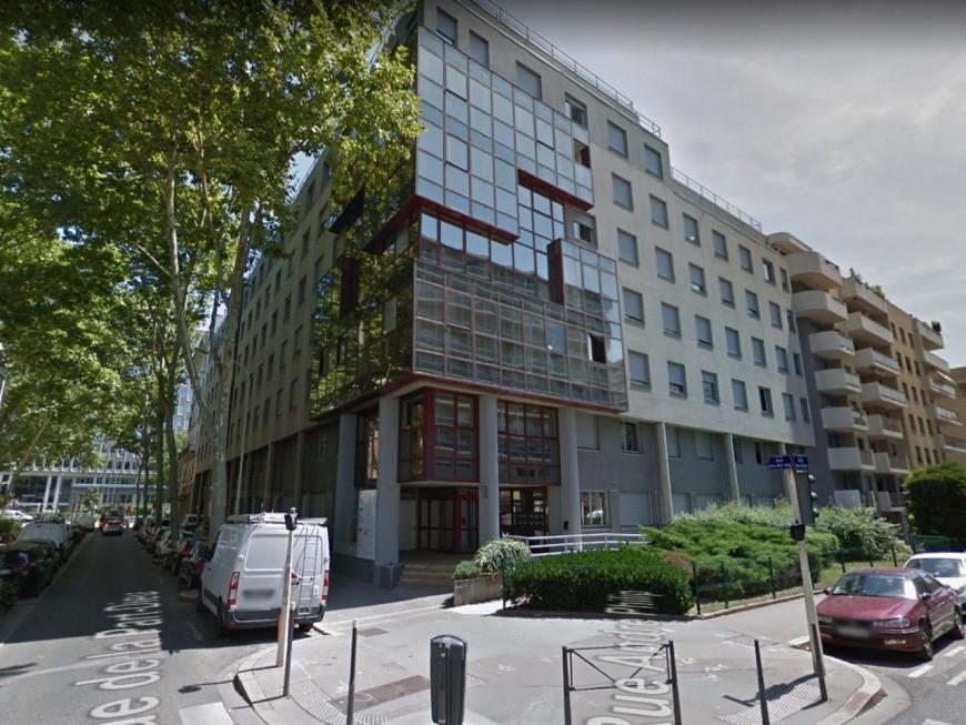Lyon : des tirs contre un immeuble occupé par des policiers