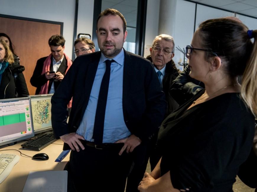A Bron, Sébastien Lecornu était attendu de pied ferme par les salariés de Météo-France