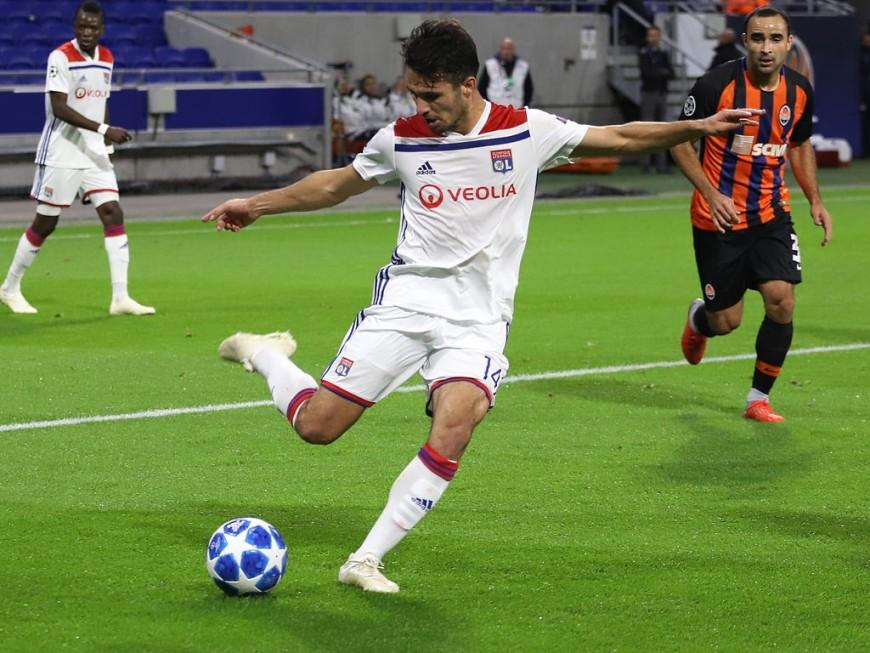 OL : Léo Dubois opéré mardi et éloigné des terrains pour trois mois