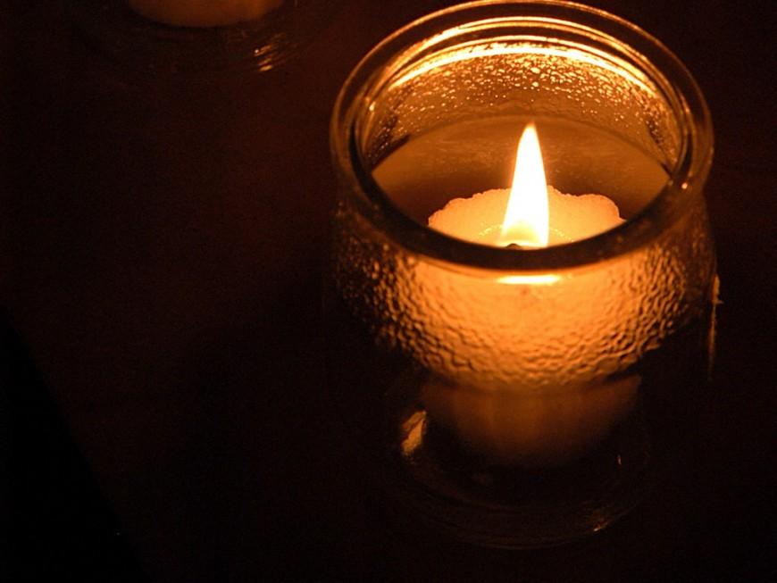 Des bougies aux fenêtres de Lyon pour la journée internationale pour l'élimination de la violence envers les femmes