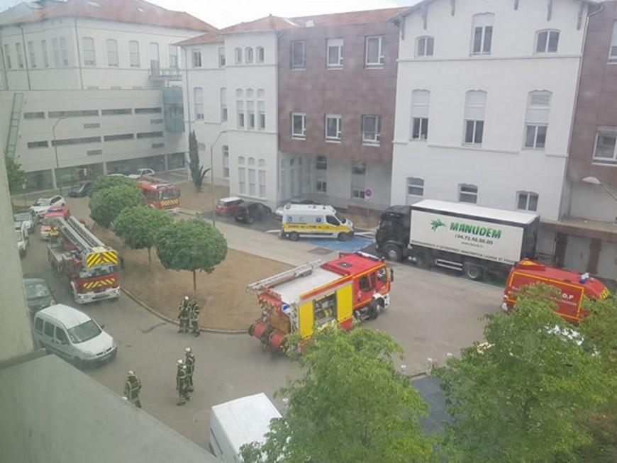 Un important dispositif de pompiers déployé à l'hôpital Lyon Sud pour des fumées suspectes
