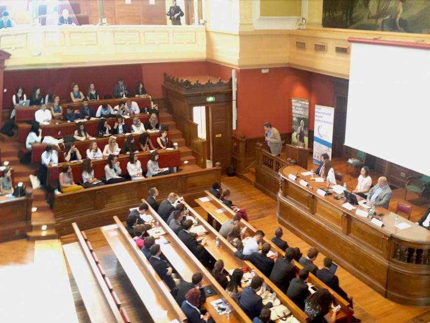 Les participants au Lyon Mun s'entrainent à résoudre les conflits mondiaux